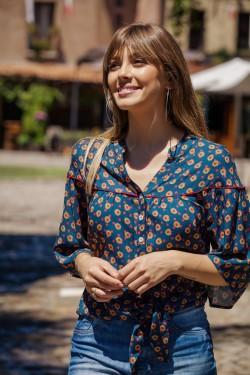 camisa com amarração tita catita